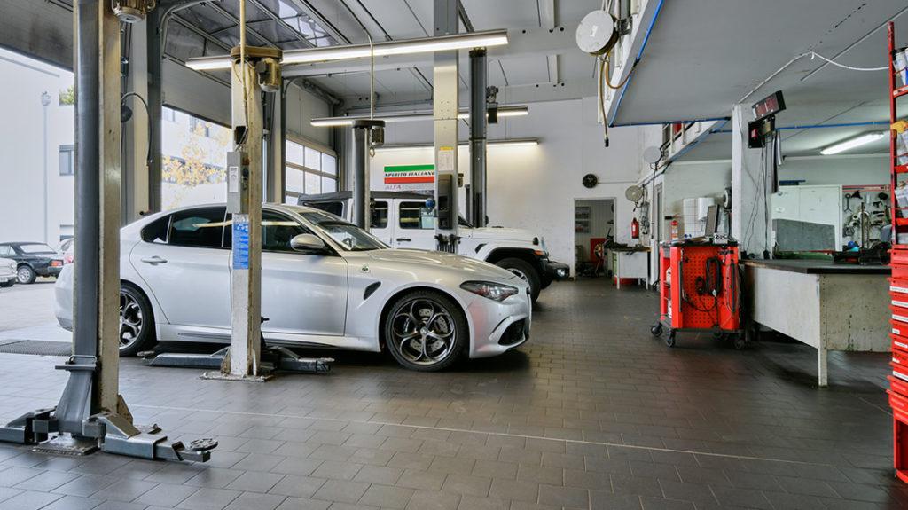 Autoservice Auto in Werkstatt Muenchen