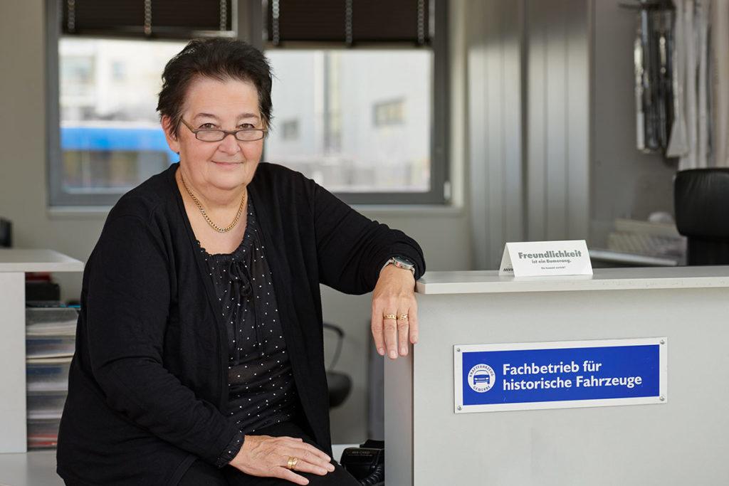 Autoservice Portrait Heidi Walenzyk Assistenz Muenchen