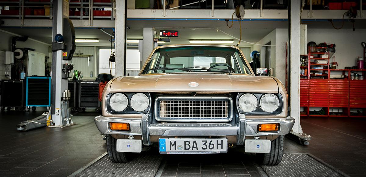 Autoservice goldener Oldtimer Muenchen